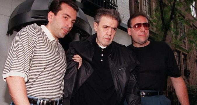 文森特·吉甘特(Vincent Gigante),美國紐約黑幫首腦,被判敲詐勒索和謀殺罪,但是假裝精神失常超過 30 年